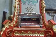 Feretron wraz z relikwiami św. Wincentego po renowacji – rok 2017